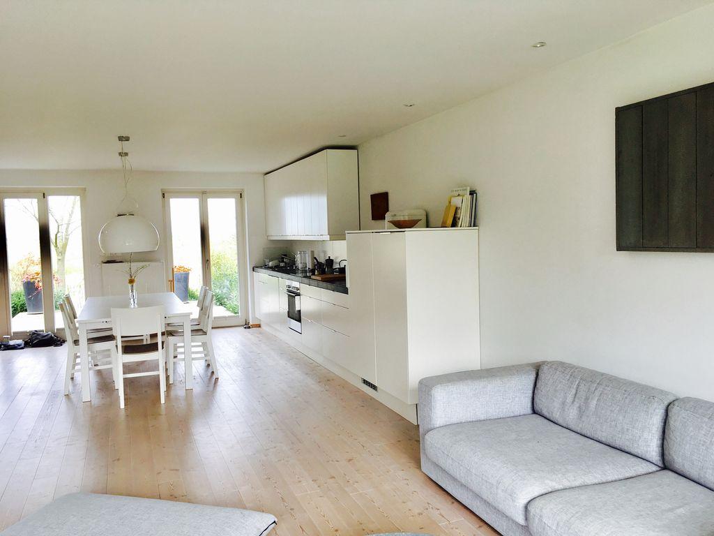 Wohnzimmer mit Blick auf Essbereich