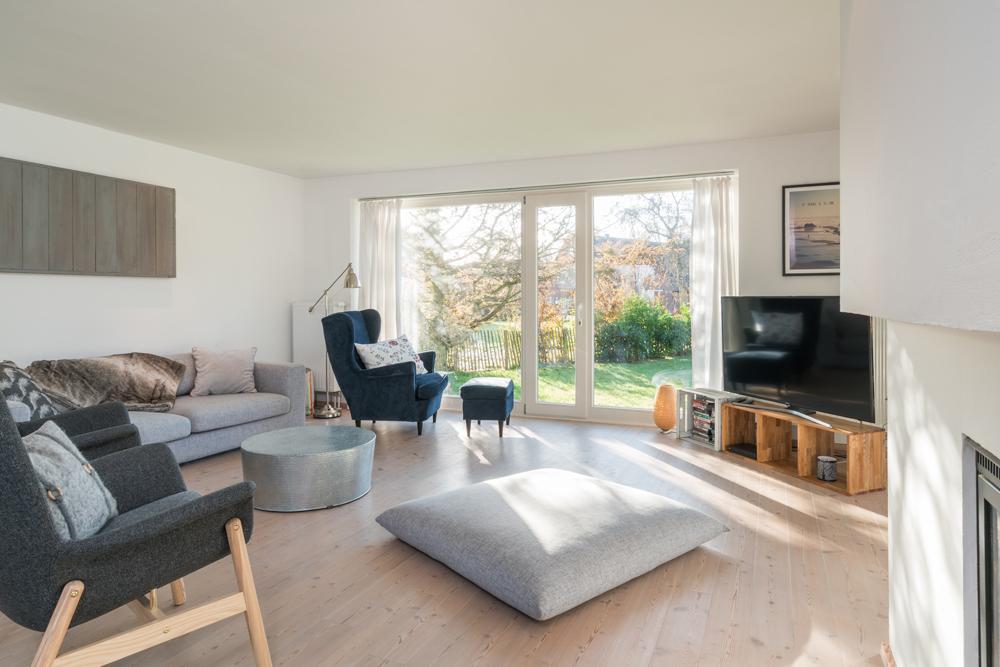 Wohnzimmer mit Sitzgelegenheiten für 6 Personen