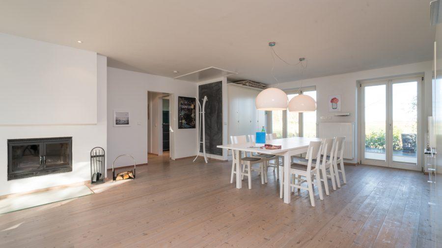 Blick in die Küche vom Wohnzimmer aus